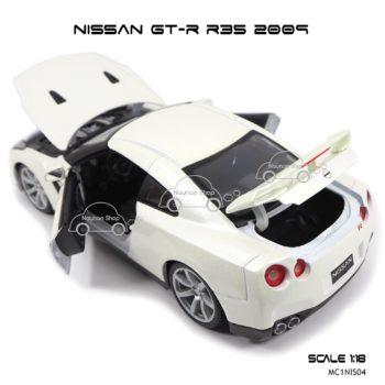 โมเดลรถ NISSAN GT-R R35 2009 สีขาวมุก (Scale 1:18) เปิดได้ครบ