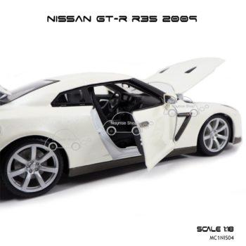 โมเดลรถ NISSAN GT-R R35 2009 สีขาวมุก (Scale 1:18) เปิดประตูซ้ายขวาได้