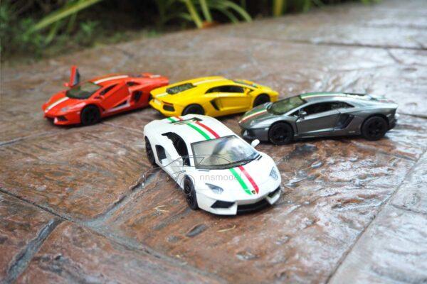 โมเดลรถ Lamborghini Aventador LP700-4 คาดลาย (Scale 1:38)