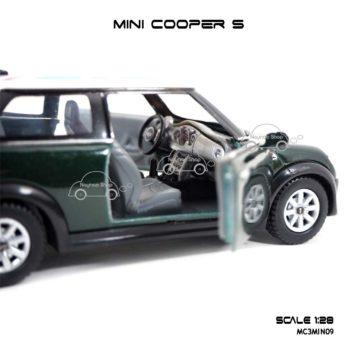 โมเดลรถ Mini Cooper S หลังคาลายธงชาติ สีเขียว ภายในรถ