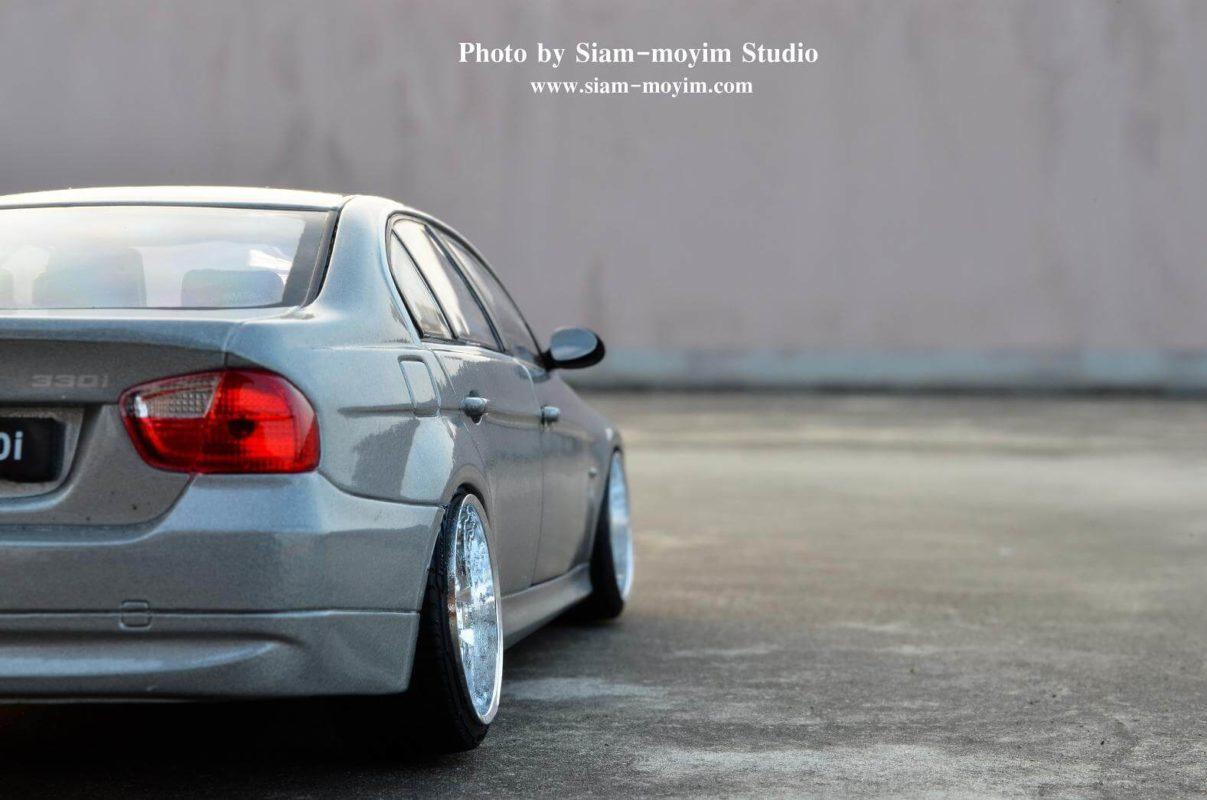BMW 330i โมเดลรถแต่ง (1:24) ท้ายรถสวยๆ