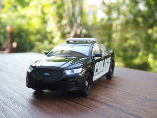 โมเดลรถตำรวจ FORD INTERCEPTOR (1:24) โมเดลรถประกอบสำเร็จ