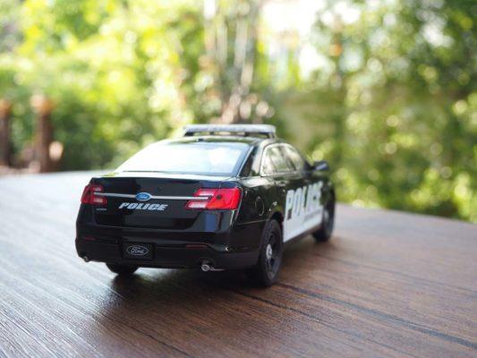โมเดลรถตำรวจ FORD INTERCEPTOR (1:24) โมเดลลิขสิทธิแท้ ผลิตโดย welly