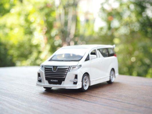 โมเดลรถ Toyota Alphard Rowen สีขาว (1:32)
