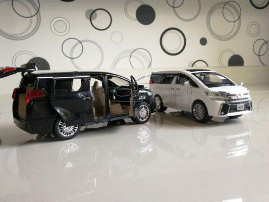 โมเดลรถตู้ TOYOTA ALPHARD มีสีขาวกับสีดำ