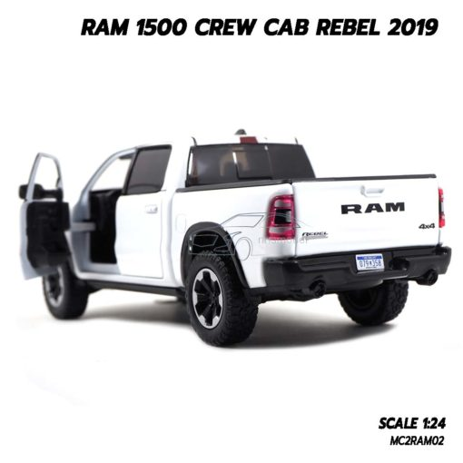 โมเดลรถกระบะ RAM 1500 CREW CAB REBEL 2019 สีขาว (1:24) เปิดประตูรถซ้ายขวาได้