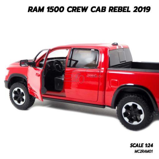 โมเดลรถกระบะ RAM 1500 CREW CAB REBEL 2019 สีแดง (1:24) ภายในรถจำลองเหมือนจริง