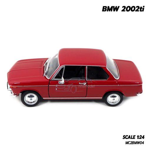 โมเดลรถคลาสสิค BMW 2002ti สีแดง (Scale 1/24) ผลิตโดยแบรนด์ Welly Nex