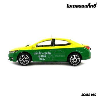 โมเดลรถ แท็กซี่ สีเขียวเหลือง Toyota Corolla Altis โมเดลรถเหล็กสมจริง