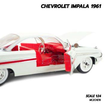 โมเดลรถ CHEVROLET IMPALA 1961 สีขาว (1:24) โมเดลรถเหล็ก ภายในรถจำลองสมจริง