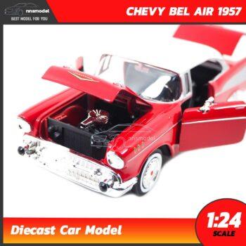โมเดลรถคลาสสิค CHEVY BEL AIR 1957 สีแดง (Scale 1:24) เครื่องยนต์จำลองสมจริง
