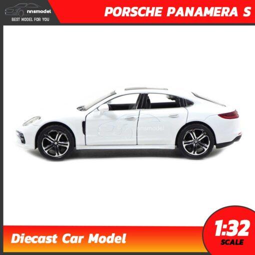 โมเดลรถ PORSCHE PANAMERA S สีขาว (Scale 1:32) ประกอบสำเร็จ พร้อมตั้งโชว์